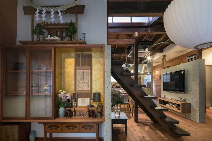 「2階にあった仏壇と神棚を1階に移動しました。住職に相談しながら、コンパクトなサイズに作り直しました」