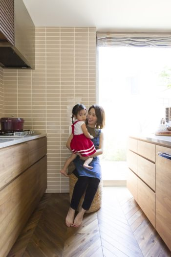 キッチンは、ふたりで立っても余裕で調理ができる広さを確保。