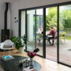 パリ郊外カフェオーナーの家温めてきたアイデアを実現庭のある一軒家