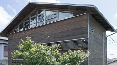 美容室併用の住まい障子・漆喰・木がつくる居心地のよさ