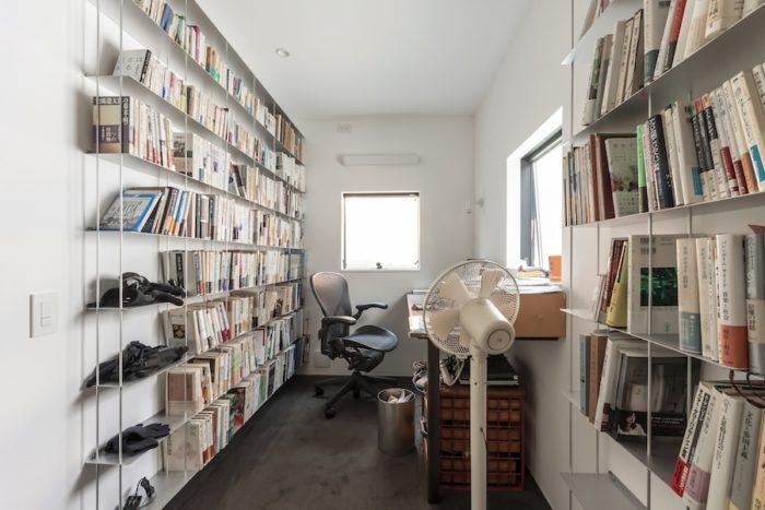 高さんの書斎だが岡松さんも使うという。ともに「こもる感じになるので集中できる」という。