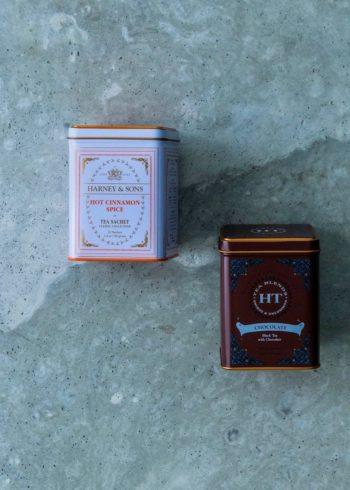 左から  ホット・シナモン・スパイス 20袋入  ¥2,000 チョコレート・ティー 20袋入  ¥2,000 ともにハーニー&サンズ (ワンダーリリー)