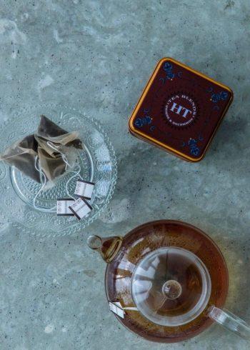 チョコレート・ティーは、H&Sがチョコレート ラバーのためにブレンドした甘い香り。ホット・シナモン・スパイスはスィートでスパイシー。デザートティーとして楽しんで。
