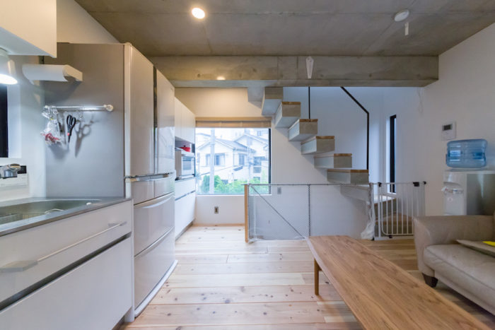 4m四方の空間を開放的にデザイン。余計な装飾を除いてシンプルに徹した。