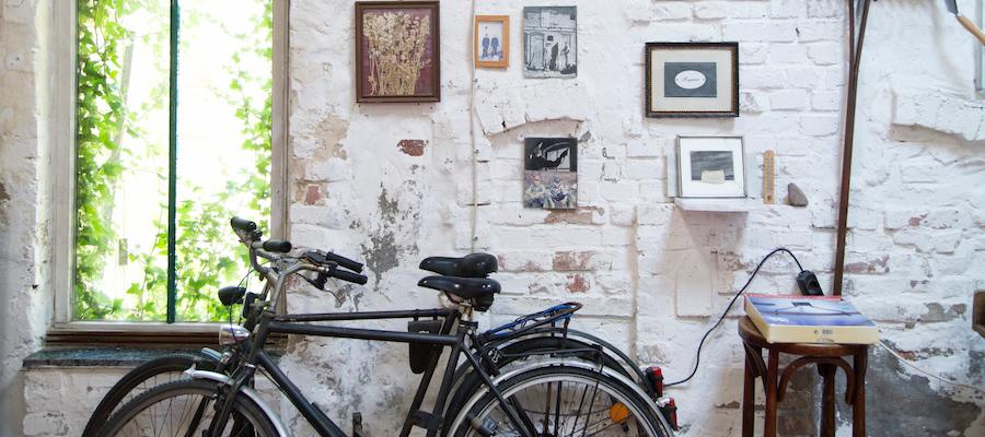 ベルリン郊外、アーティストの家 都会から遠すぎない距離で   築100年の農家をDIYで修復