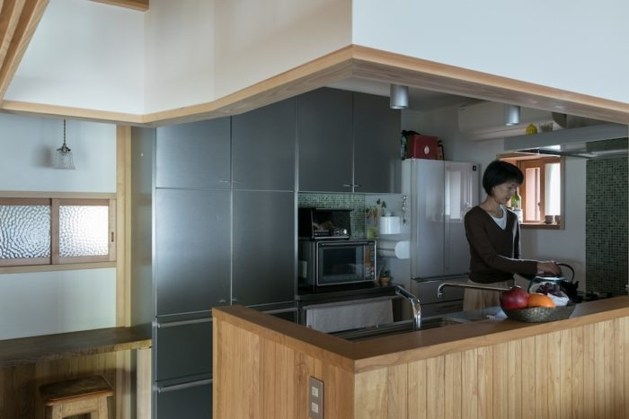 機能的なキッチン。キッチンはステンレス製にこだわり、トーヨーキッチンにオーダーした。