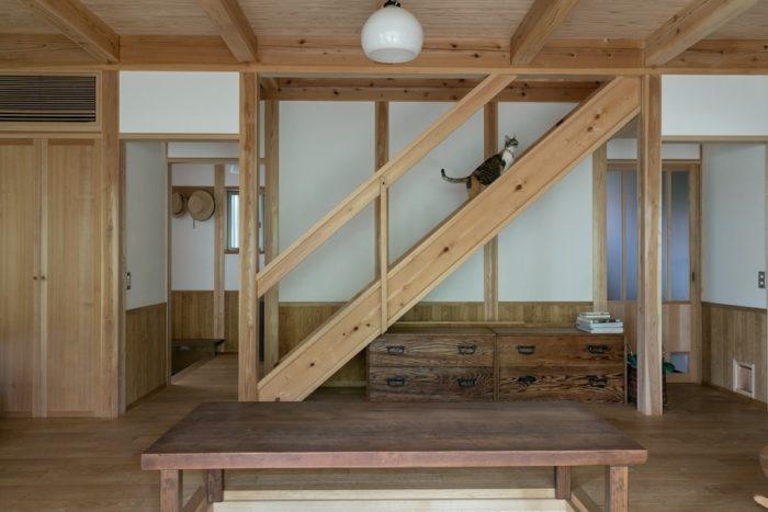 構造材は杉。納戸も含めて、合板はいっさい使っていない。
