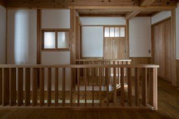 建具のガラスは、以前建っていた家を取り壊す際に大切に保管し、新居に再利用した。