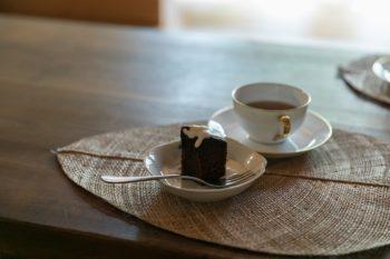 水奈さんお手製のダブルチョコレートケーキ。  ダークとホワイト、2種類のチョコレートを使っている。