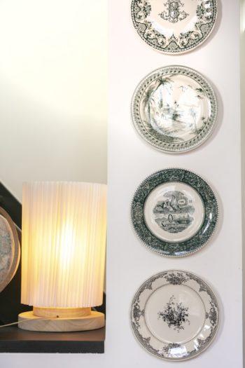 ジアンのアンティークコレクション。ヨーロッパでは美しいプレートを壁に飾る伝統がある。