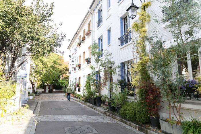 「花咲く住宅街」。こじんまりとした一軒家が並ぶエリア。