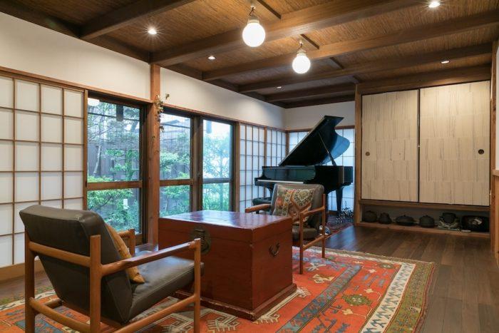グランドピアノは「NYスタインウェイM型」。タカギクラヴィアのタカギ社長がメンテナンスしている。