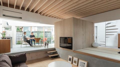 三角形の敷地に建つ家3つの〈庭〉をまとって暮らす