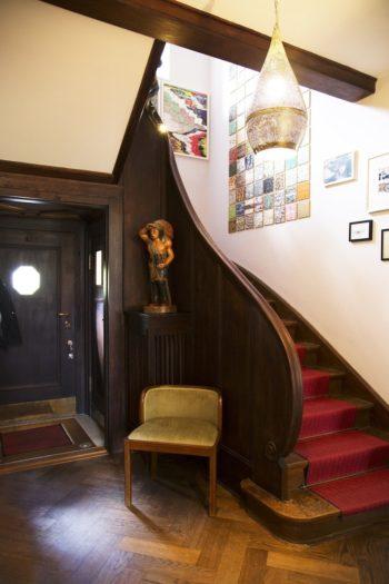 玄関を入ってすぐはゲストを迎えるレセプション・エリアがある。