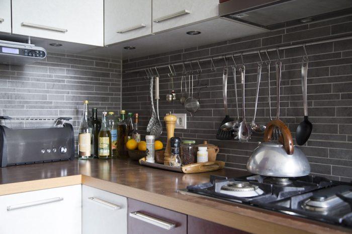 キッチンまわりはすっきりと。奥様と家事も二人でこなすそう。