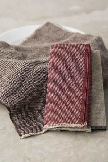 美しい織りと上品な色味が魅力。スウェーデンのテキスタイルデザイナー、インゲラ・バーンツソンがデザインを担当。