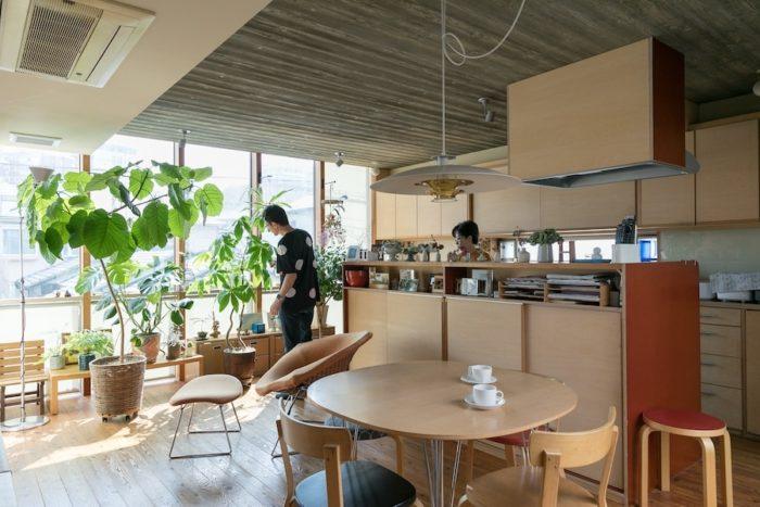フィンランドへ留学した経験を持つ関本さんのお宅。北欧の暮らしの気持ちよさが伝わってくる。
