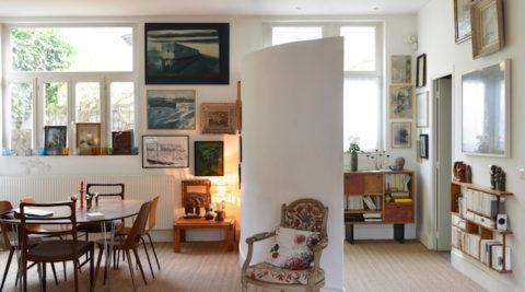 パリ郊外、2棟の工房を大改装外を取り込みアートと暮らす画商の夫と、作家の妻の一軒家
