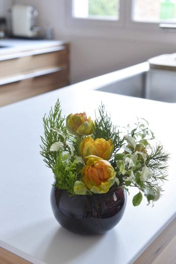 キッチンにも必ず切り花を。
