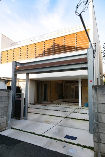 横田邸は外回りにも段差はなく、敷地すべてがバリアフリーになっている。