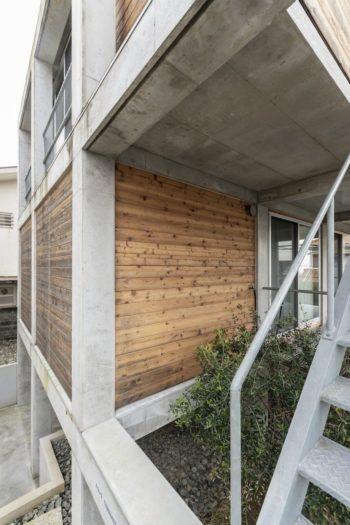 Y邸はRCのフレームに木でできたボックス状の居住部分が挿入されたつくり。