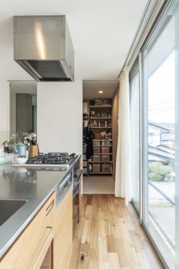 Yさんがこだわったキッチンのシンク部分の角は一般的な30Rではなく10R。
