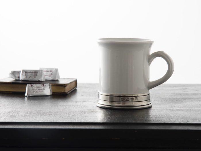 イタリア、コジ タベッリーニ社のCONVIVIOシリーズは、陶器とピューターの美しいコンビネーションが魅力。