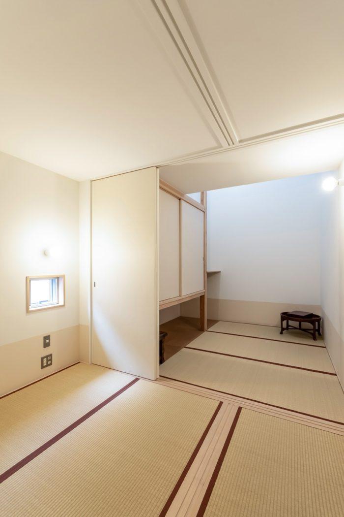 2階に上って左手にある空間。手前左側が奥さんの部屋で奥がNさんの部屋。