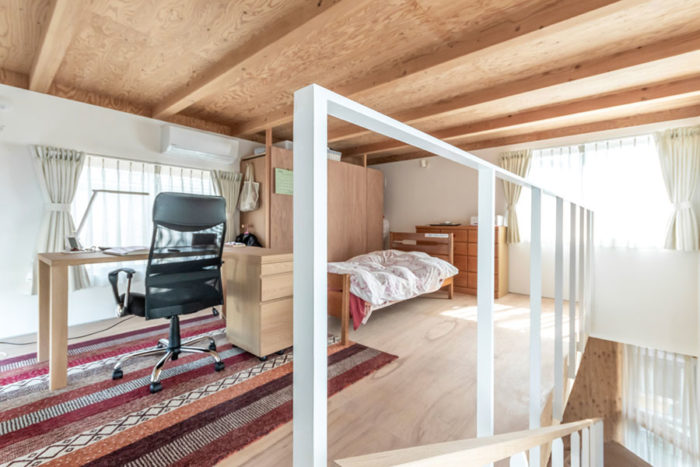 2階の娘さんの部屋。視線は感じないが閉じてはいないため家族の気配は感じ取ることができるという。
