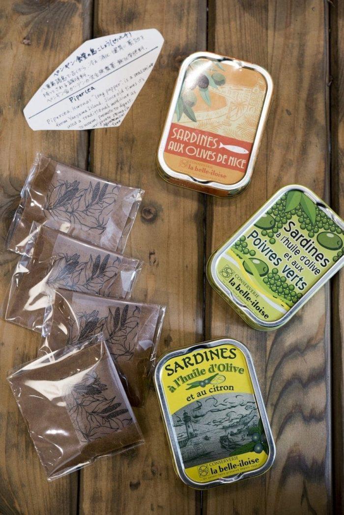 石垣島ペンギン食堂の島こしょうと、フランスの老舗缶詰メーカー、ラ・ベル・イロワーズのオイルサーディン。