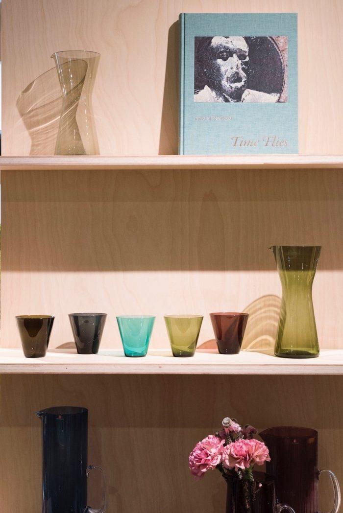 カイ・フランクによるカルティオグラス。上段の洋書も購入可能。