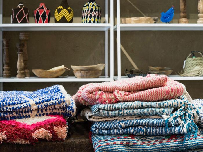 ヴィンテージから一点モノの手織りまで、センスのいいものだけ厳選されたモロッコラグが充実。