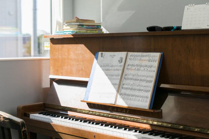長男と次男はピアノを弾くのが大好きだそう。