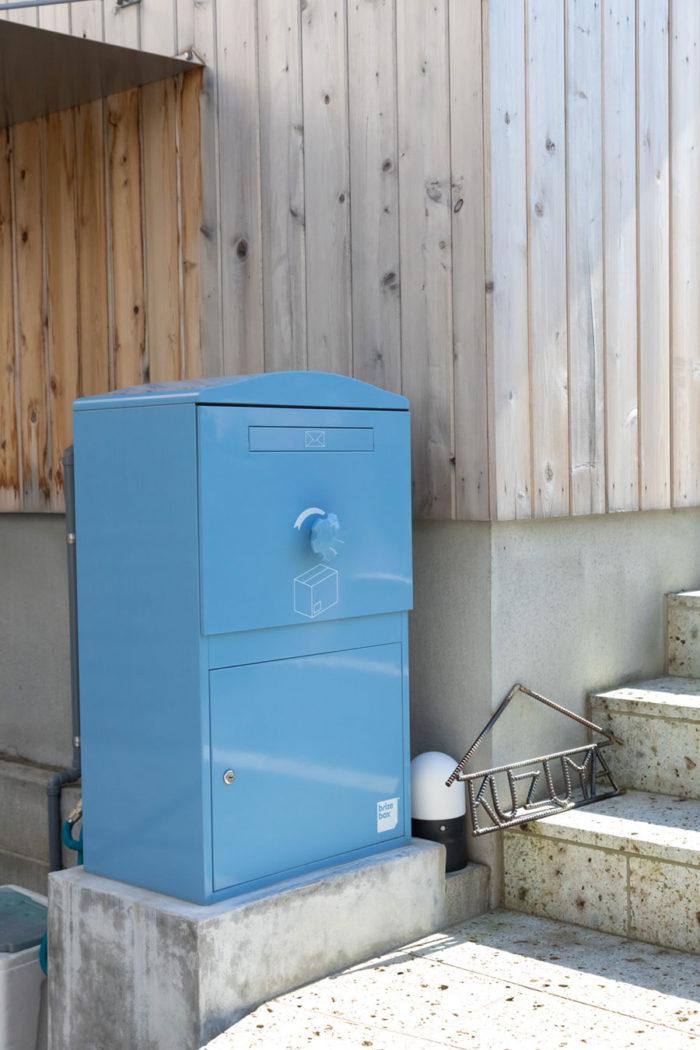 キュートなデザインと色が気に入って購入を決めたインポートの宅配ボックス。