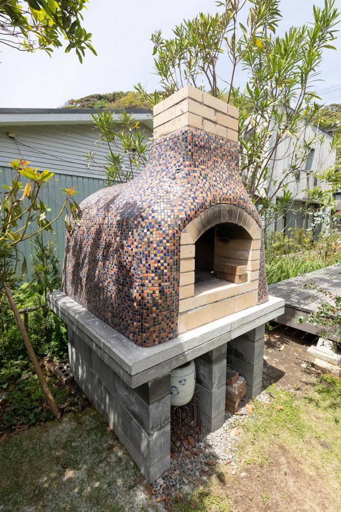 知人の家で見て感動し、設計図をもらって造ったピザ窯。ガーデンパーティーで活躍。