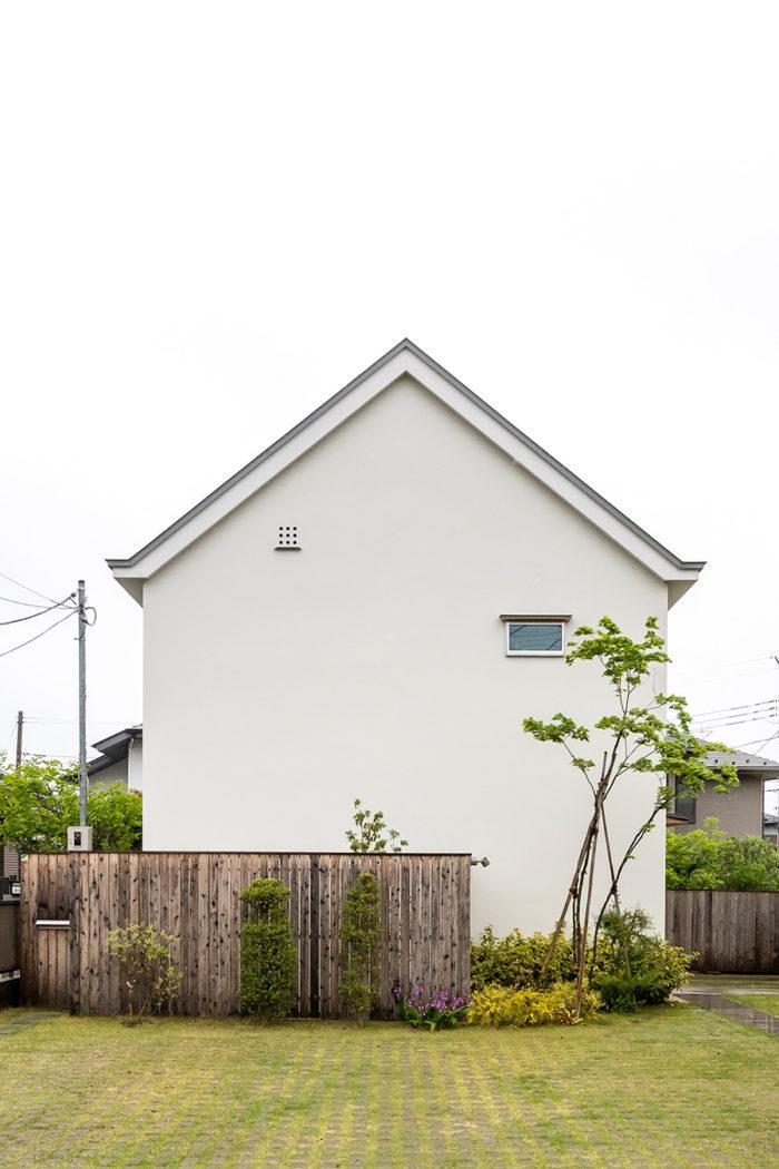 モデルハウスという要素もあったため、お客さんの記憶に残りやすい家形の屋根が採用された。