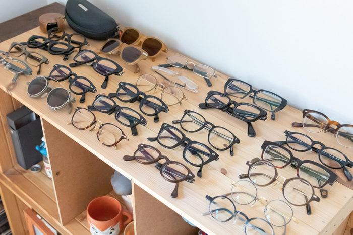 ご夫婦のメガネがずらり。「Local」では、矢田さんがセレクトした輸入もののメガネを扱う。
