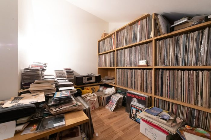 たくさんのレコードを所蔵するロフトは、秘密基地の雰囲気。
