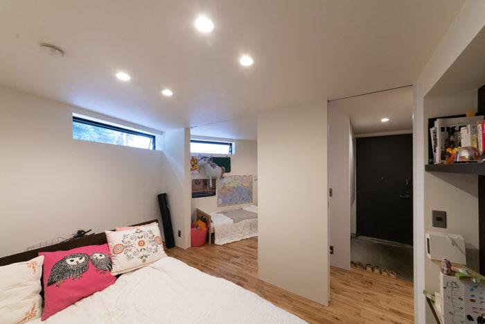 ベッドルームと子ども部屋の間は、いずれカーテンで仕切れるようレールを設置。リフォームで壁をつくることもできるレイアウトに。