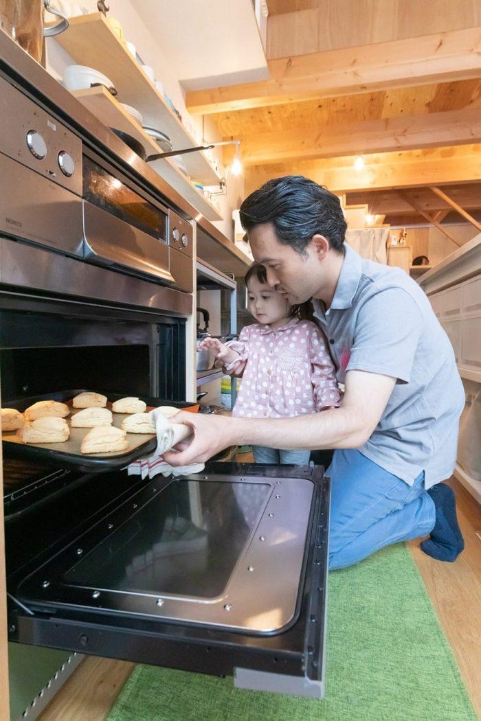 スコーンなども、よく夫が焼いて家族で味わうそう。