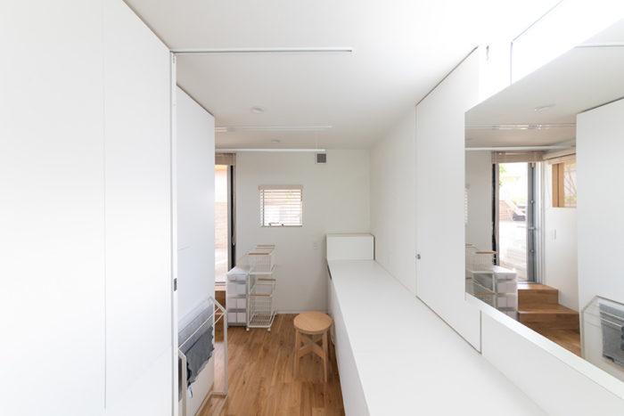 サニタリースペースと家事スペース。作業台を広くとっている。