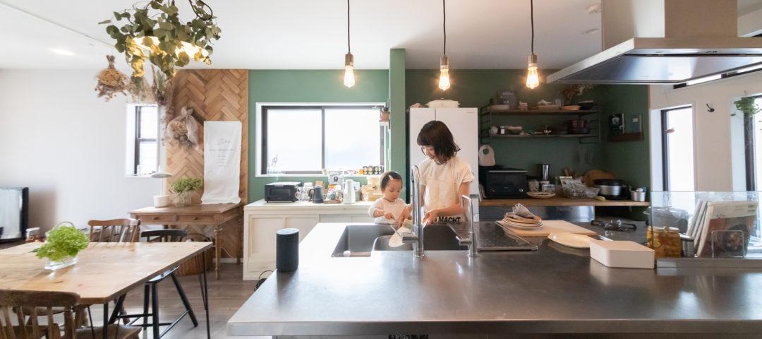 キッチンを主役に  新築の注文住宅に 古さをMIXしてアレンジ