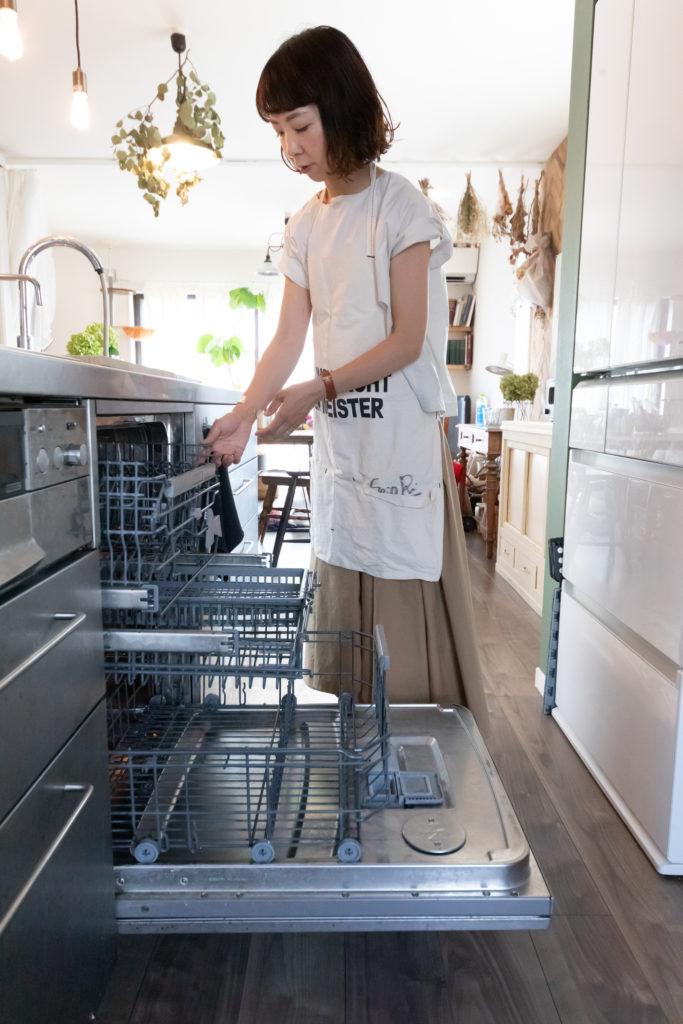ドイツのASKOの食洗機がどうしても使いたかったもの。「お鍋、五徳、まな板、全部一度に入れられて大容量なんです」。