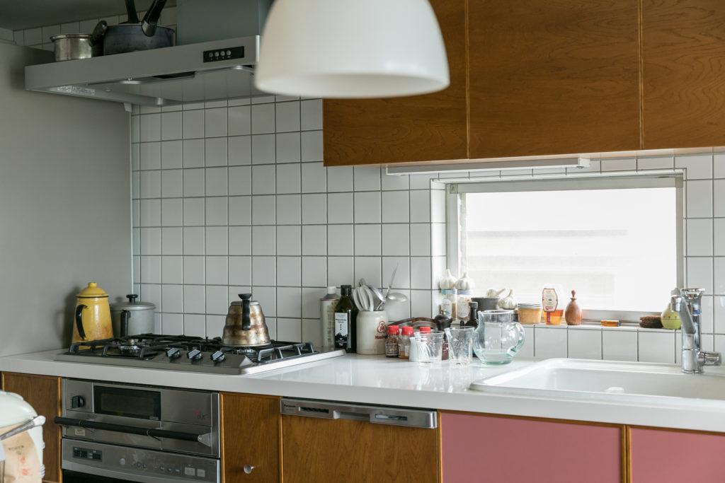 キッチンはPacific furniture serviceに設計してもらった。木目もこの家に合うものを。
