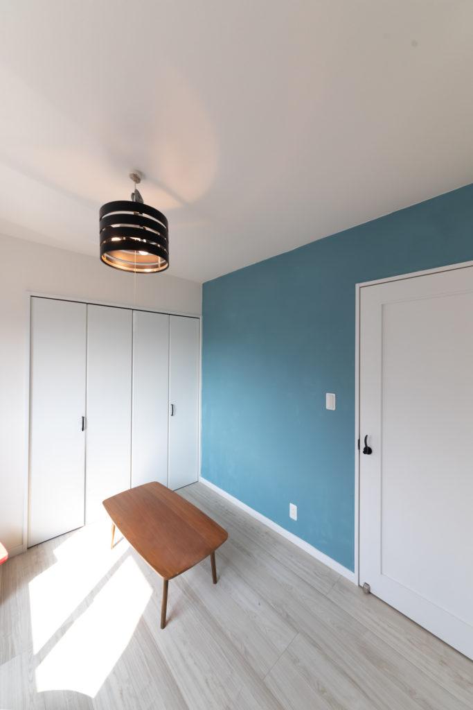 長男側の子ども部屋は、夫と長男のふたりで塗装。
