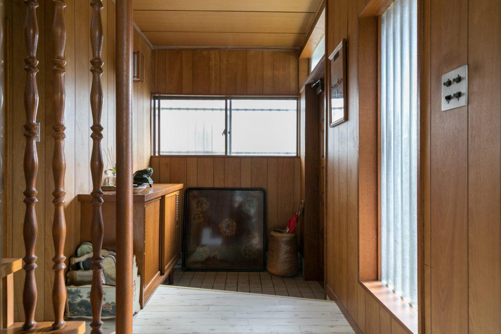 内見の際、実家の玄関を連想し好印象を持ったというゆとりのあるエントランス。