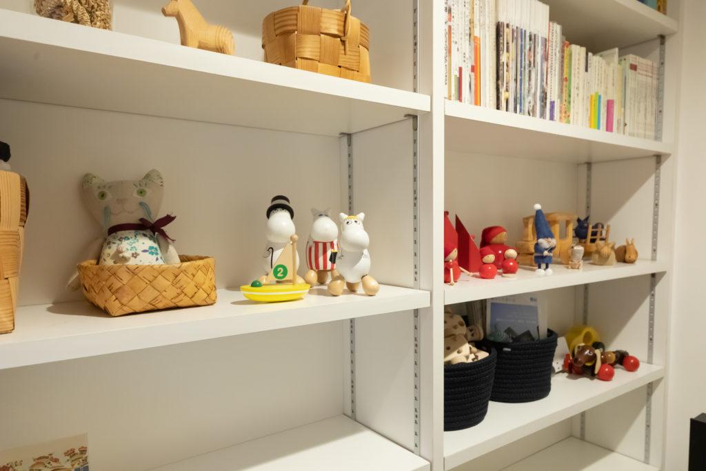 パントリーには、これまでに買い集めた北欧雑貨、本、テレビもあり、趣味の部屋として籠って過ごすこともできるスペースとなっている。