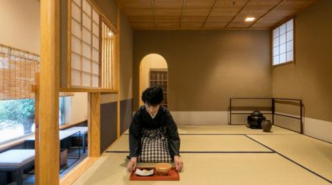 都心の店舗併用住宅神楽坂の路地裏でお茶の愉しみを伝える