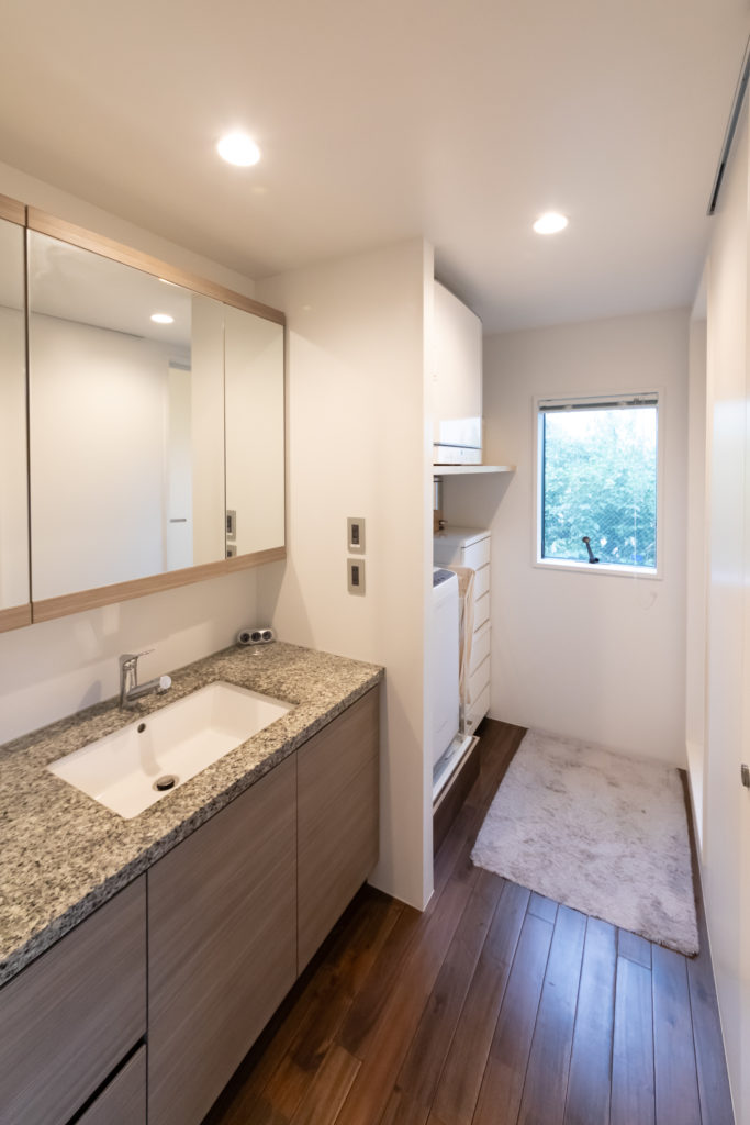 洗面台もモデルルームで使用していたものを購入し、持ち込み、設置してもらった。