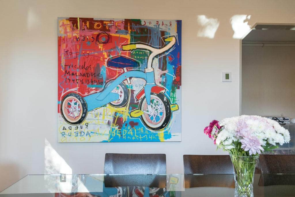 飾られているのは、コロンビアの若いアーティスト、レオナルド・ピネダの作品。